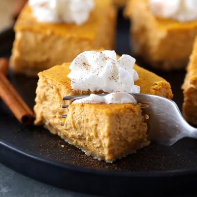 Pumpkin keto cheesecake