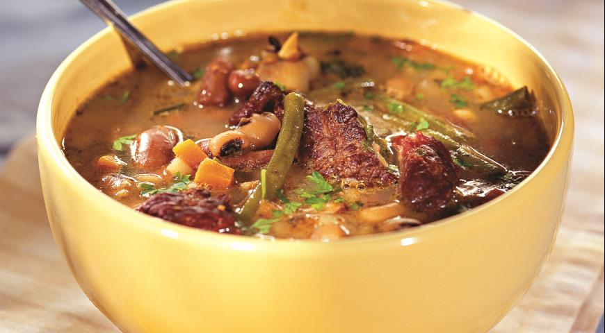 Bean soup with smoked ribs