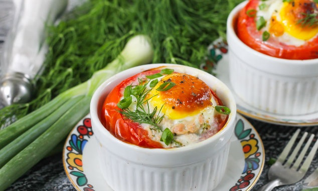 Tomatoes baked with tuna and eggs