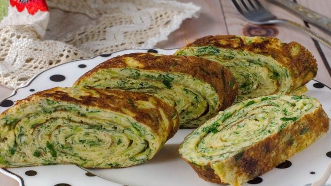 Omelet roll with zucchini and herbs