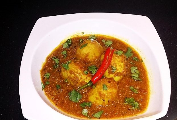 Eggs, stewed with potatoes, Bengali style (Dimer Dalna)