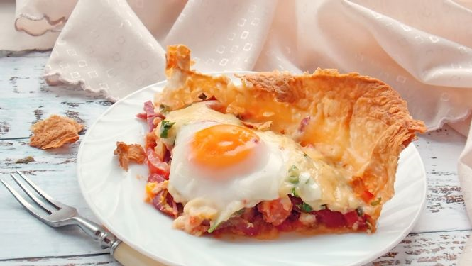 Fried eggs in pita bread with sausage, tomato and cheese