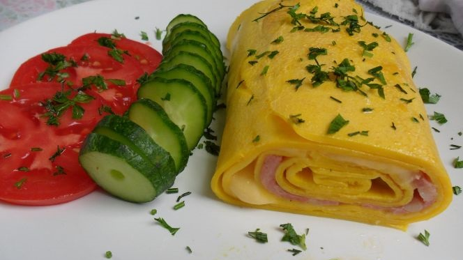 Egg roll with filling
