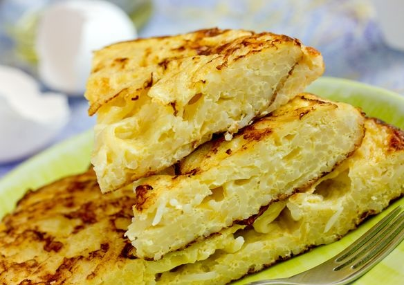 Omelet with cheese and noodles