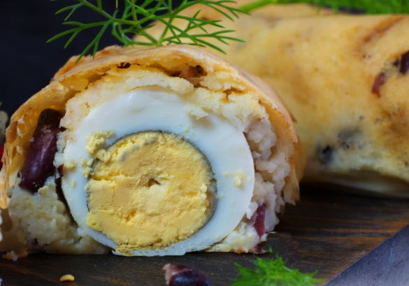 Potato roll with egg