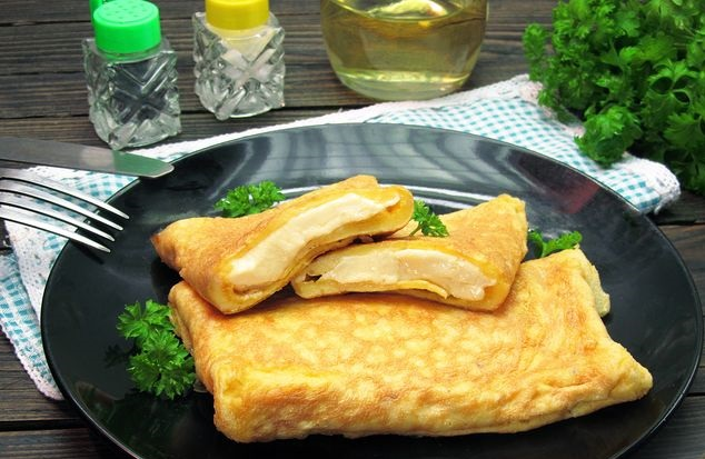 Egg envelopes stuffed with processed cheese