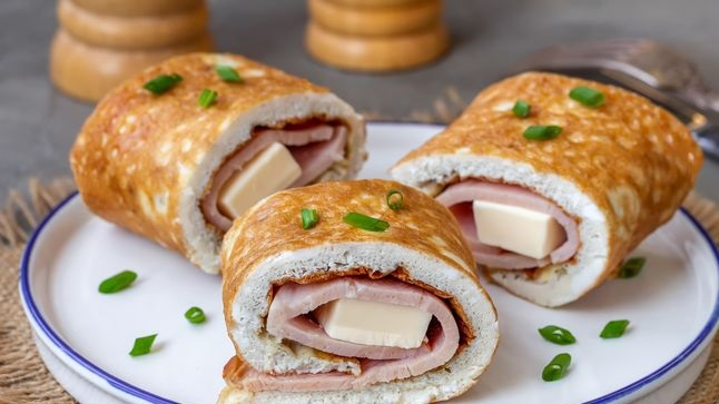 Egg roll with ham and cream cheese