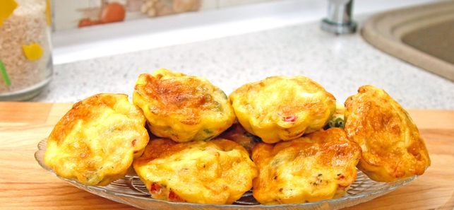 Omelet muffins with vegetables, cheese and sausage