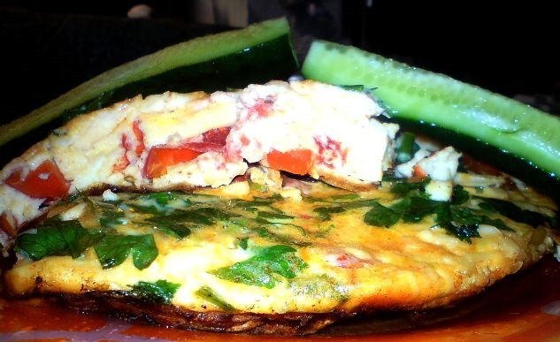Omelet with tomatoes and bell pepper