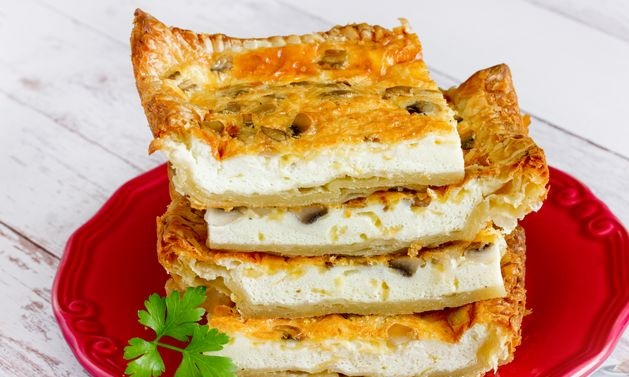 Omelet with mushrooms on puff pastry (in the oven)