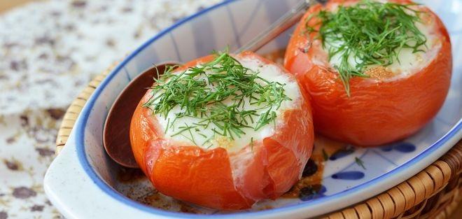 Scrambled eggs in tomatoes
