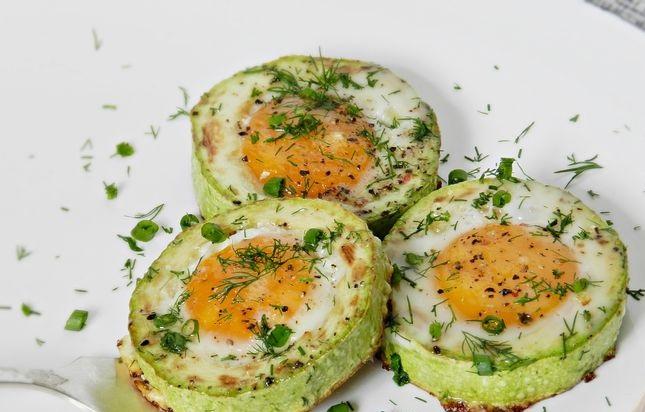 Scrambled eggs in zucchini