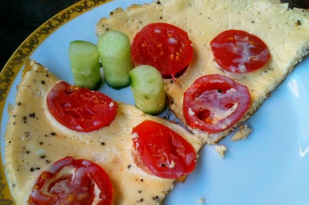 Kefir omelet with tomatoes