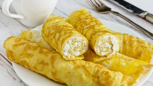Omelet stuffed with cottage cheese and cheese