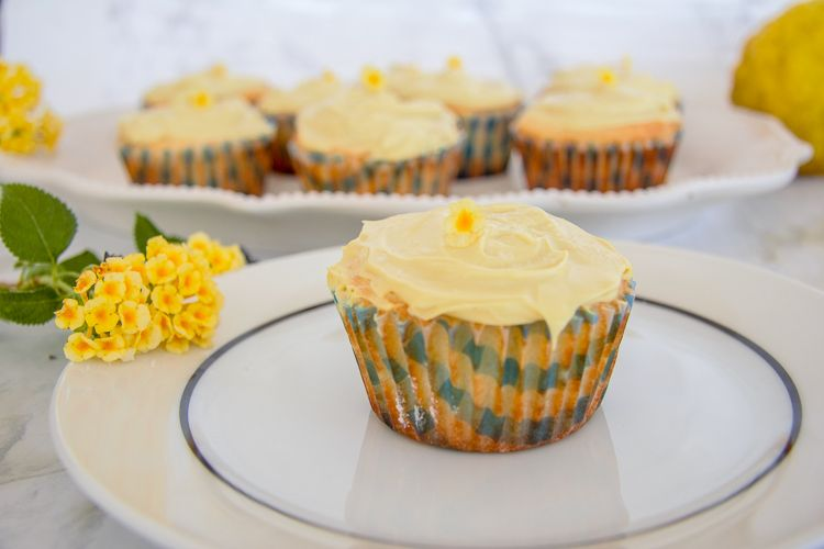 Lemon mini keto muffins with topping