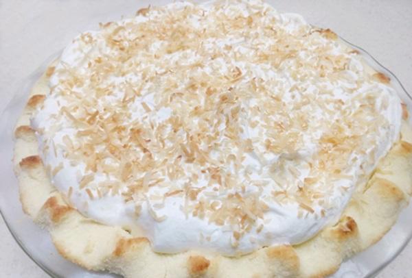 Coconut keto pie
