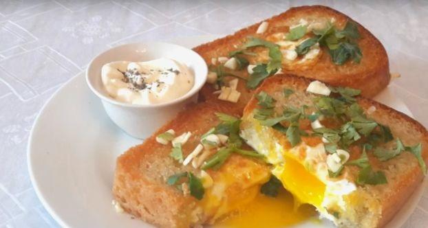 Tasty Scrambled eggs in bread