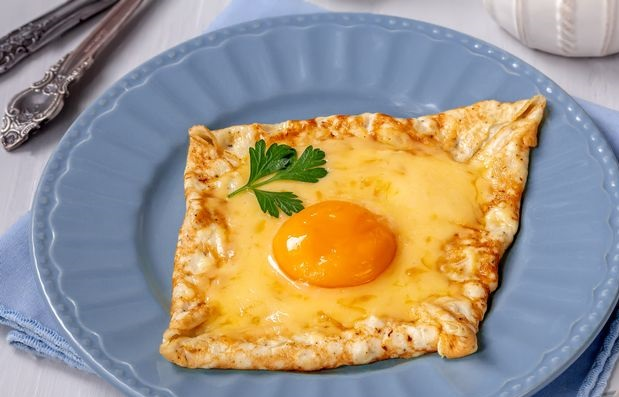 Egg pancake with cheese