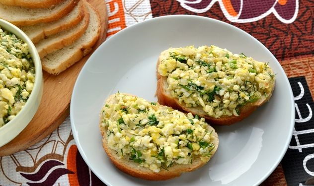 Sandwiches with egg and onion spread