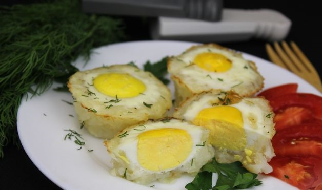 Fried eggs in potato baskets (in the oven)