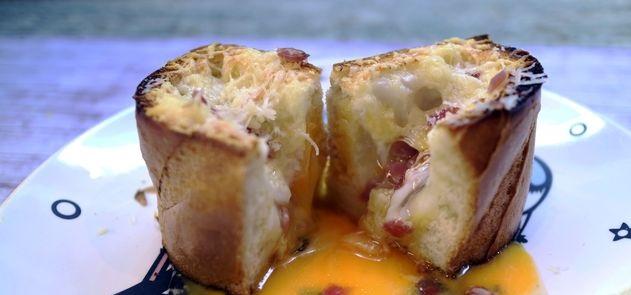Scrambled eggs in a loaf