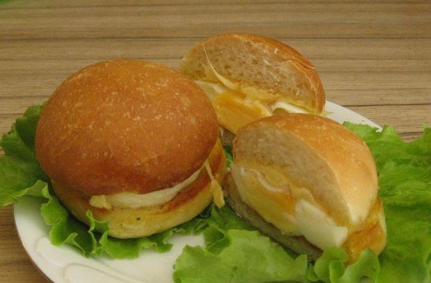 Baked Egg Mini Burgers