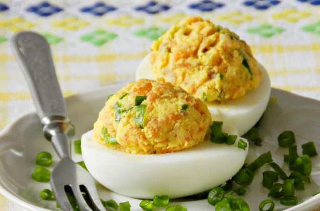 Eggs stuffed with smoked fish