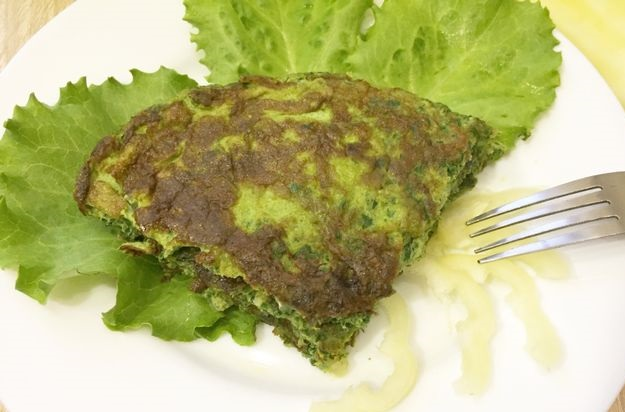 Omelet with spinach, bell pepper and dill