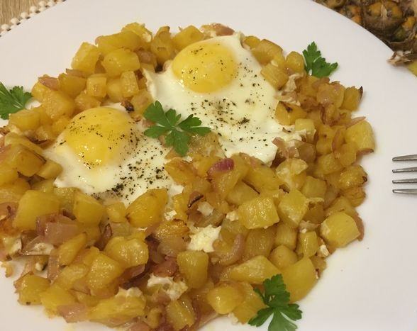 Scrambled eggs with pineapple