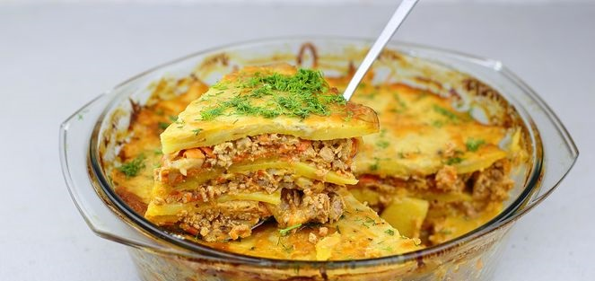 Potato casserole with minced meat and béchamel sauce