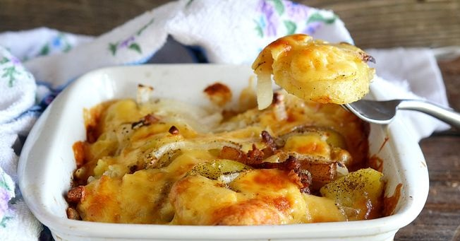 Keraflet (potatoes baked with cheese, bacon and onions)