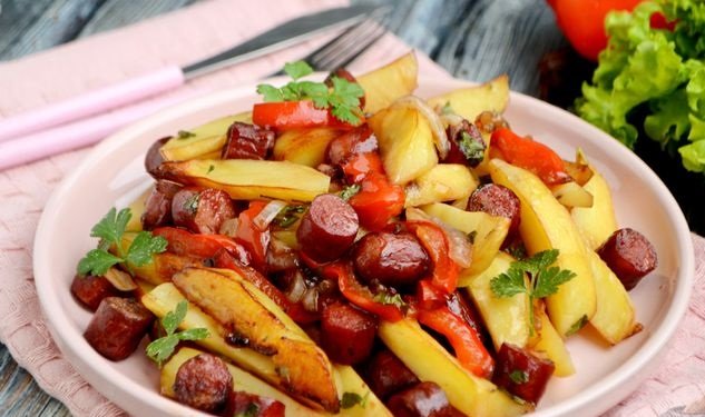 Potatoes in soy sauce, baked with sausages and bell peppers