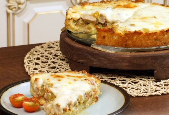 Open meat pie made from potato dough