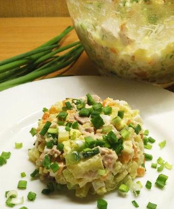 Smoked chicken salad with fresh cucumber