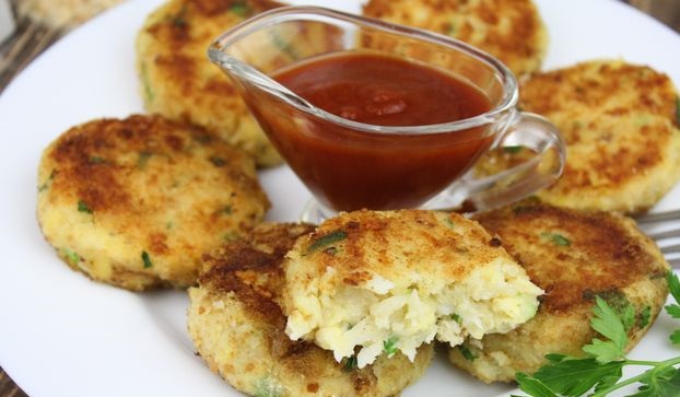 Fish cakes with potatoes, cheese and herbs