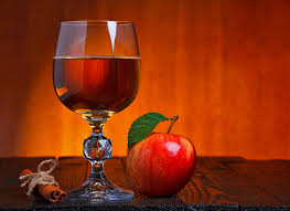 Apple cider with red wine and cinnamon