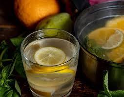 Компот из апельсинов и груш с лимоном