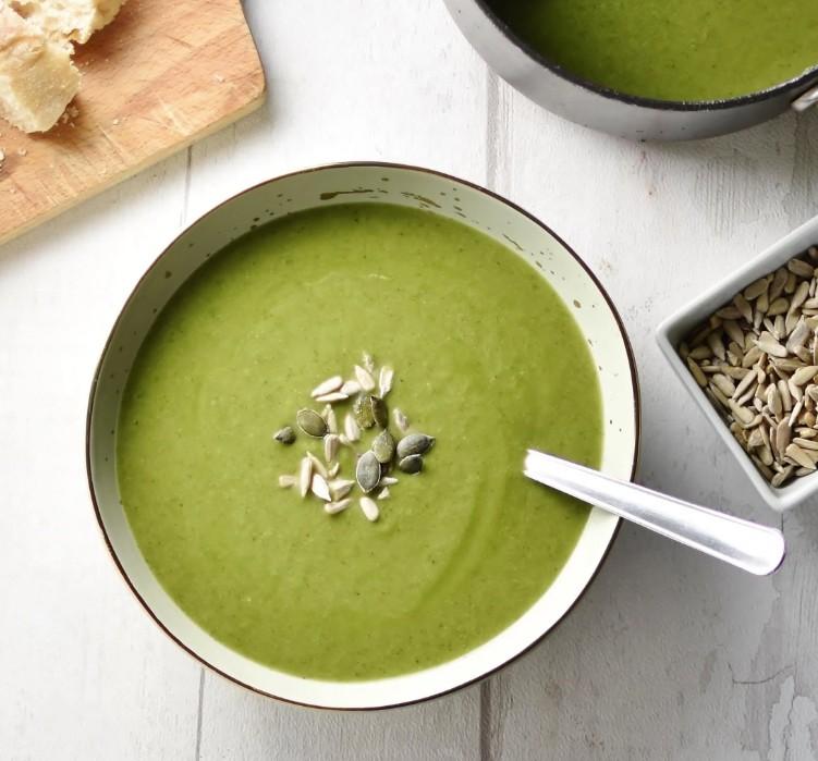 Keto broccoli and coconut milk soup