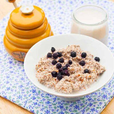 Keto porridge made from almond flour and almond milk