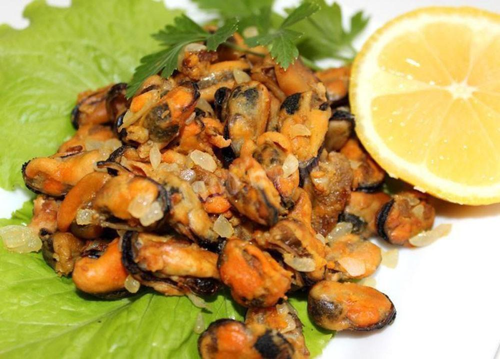 FRIED MUSSELS WITH ONION