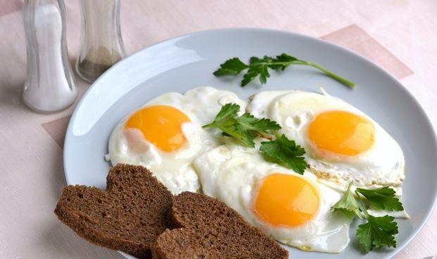 Fried eggs in butter