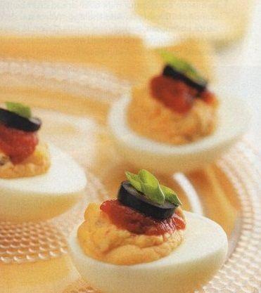 Stuffed eggs with peppercorn