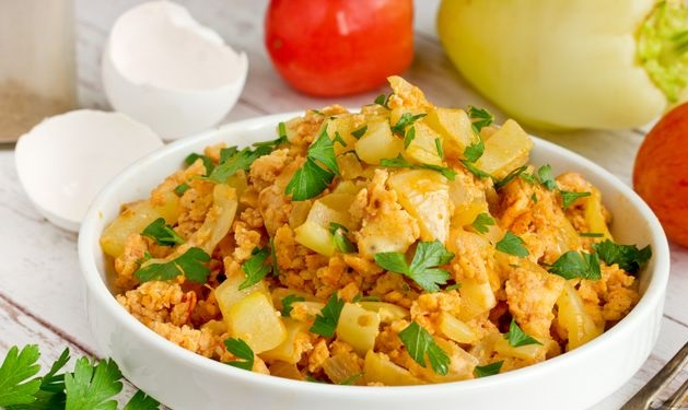 Best Scrambled eggs with tomatoes and bell pepper