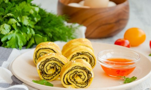 Omelet rolls with nori