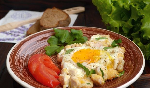 Fried eggs with chicken fillet and cheese