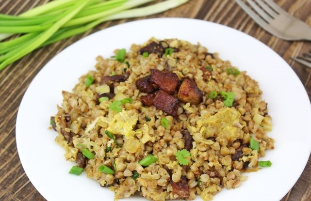Buckwheat with pork belly, onions and eggs