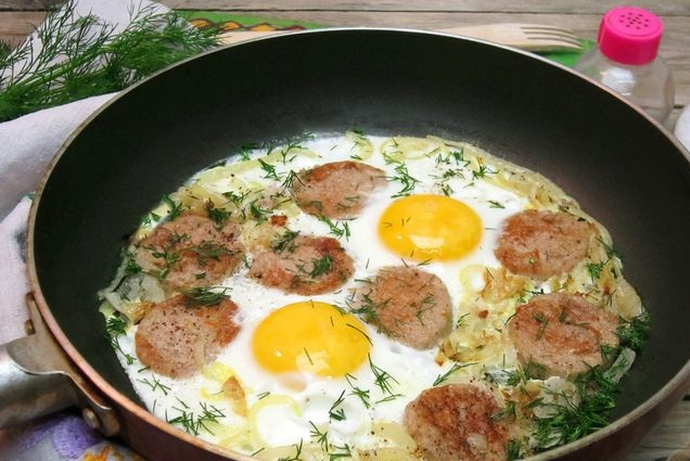 Best Scrambled eggs with liver sausage