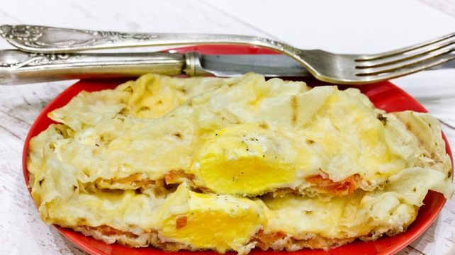 Scrambled eggs with tomato and cheese in pita bread