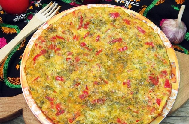 Omelet with cheese, bell peppers and tomatoes