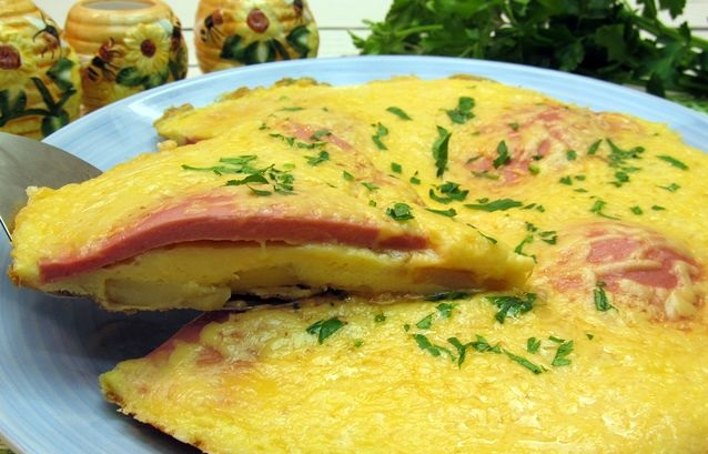 Omelet with potatoes, sausage and cheese